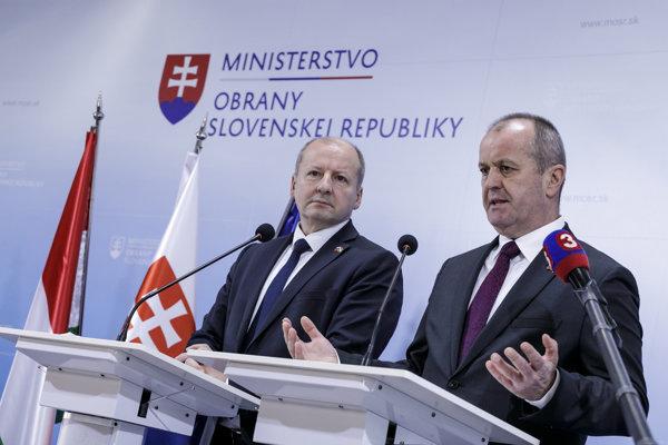 Sprava minister obrany SR Peter Gajdoš  a minister obrany Maďarska István Simicskó.