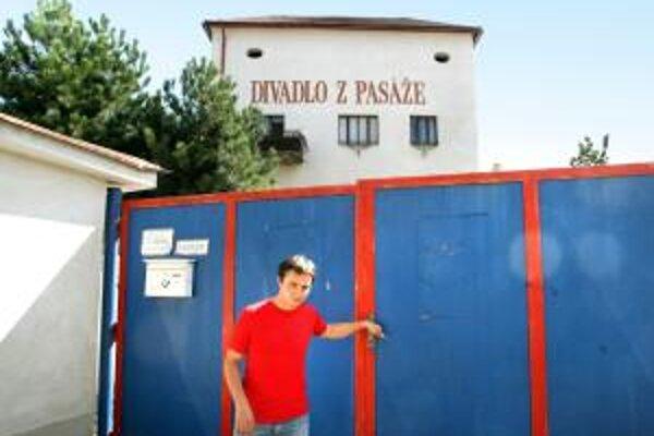 Podporované bývanie pre hercov obľúbeného Divadla z Pasáže vlani kvôli finančným ťažkostiam takmer zaniklo.