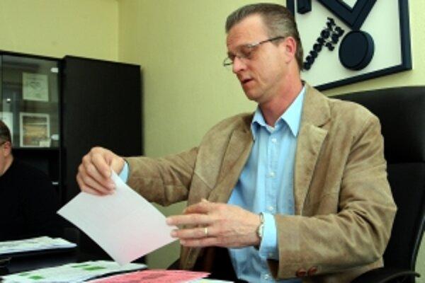 Za odborárov podpísal kolektívnu zmluvu Stanislav Ľupták.