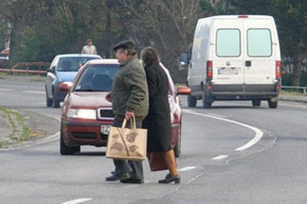Štátna cesta vo Zvolenskej Slatine.