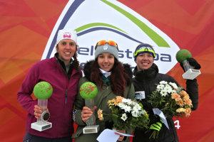 Zľava: Najrýchlejšie ženy v katgórii 30 km klasickou technikou Slattery Sarah (Rakúsko), Barbora Klementová (Klub Lyžiarov Nováky) a Wittek Katarzyna (Poľsko) počas 45. ročníka medzinárodných pretekov Biela stopa v stredisku Skalka pri Kremnici.
