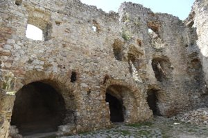 Zrúcaniny hradu.