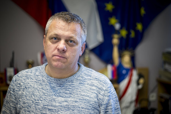 Konateľ bratislavskej esbéesky Juraj Barczi hovorí, že esbéeskari mali zabrániť fyzickému útoku.