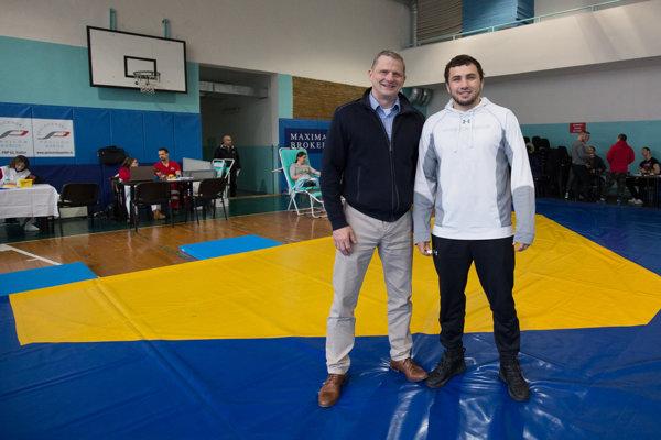 Podporil akciu. Vicemajster sveta Makojev (vpravo) pre nedávnu virózu krv nedaroval.