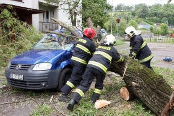 Vietor dokáže napáchať poriadne škody.