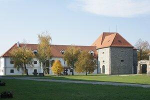 Kapitánska budova, hlavné sídlo Tekovského múzea v Leviciach.