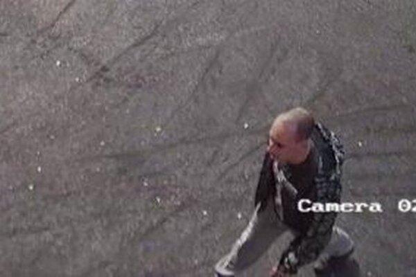 Fotografia z kamery možno pomôže odhaliť zlodeja.