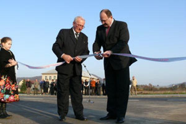 Pri otvorení parku v novembri prestrihoval pásku starosta obce Pavel Výboh a dnes už bývalý generálny riaditeľ Slovenskej agentúry pre rozvoj investícií a obchodu (SARIO) Peter Hajaš.