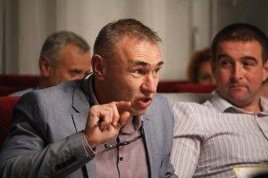 Návrh Antona Hajnoviča znížiť primátorovi plat poslanci schválili. Primátorovi Danielovi Danišovi stačilo uznesenie prehlásiť za nevýhodné pre mesto.