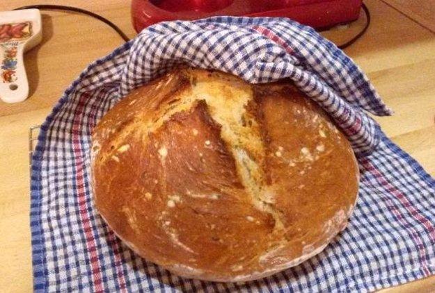 Kváskový chlieb s kefírom a medom