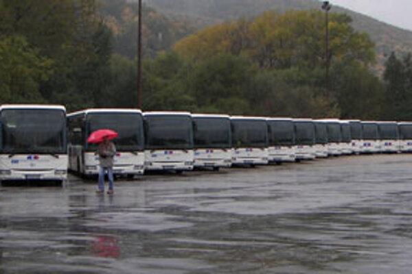 Prvých 75 nových autobusov.