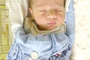 TEODOR Szmolník z Čaty sa narodil 22. januára šťastným rodičom Patrícii a Miroslavovi Szmolníkovcom. Chlapček po narodení vážil 3,15 kg a meral 51 cm. Na Teodora sa teší 2,5-ročný brat Oliver.