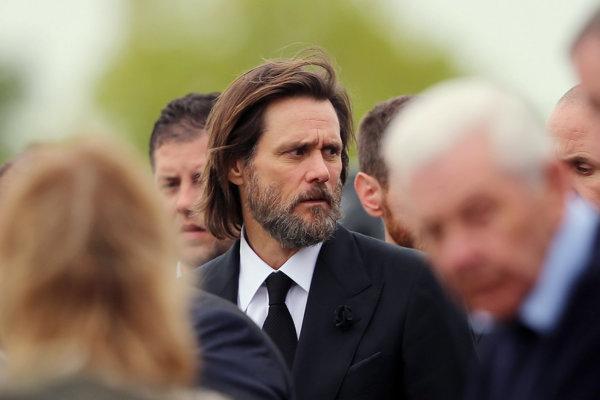Jim Carrey na pohrebe bývalej priateľky Catheriony White.