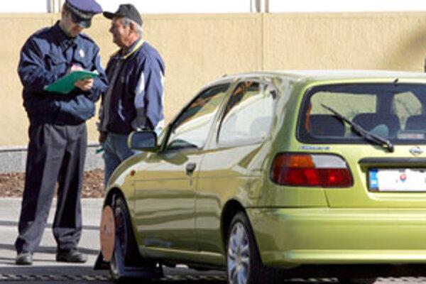 Za volanie na skrátené číslo mestskej polície od januára budeme platiť.