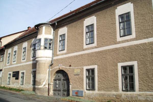 Múzeum sídli v historickom centre Krupiny.