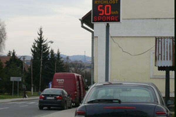 Merače informujú vodičov o tom akou rýchlosťou idú.
