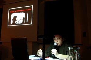Etnologička Katarína Nádaská priniesla do Banskej Bystrice naozaj zaujímavú tému. Zaplnila sálu do posledného miesta.