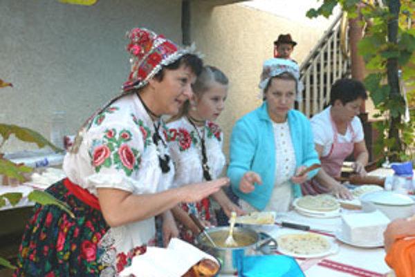 Návštevníkov lákali nielen na víno ale aj na dobré jedlo.