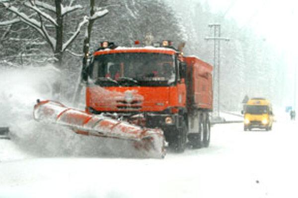 Zimnú údržbu bude robiť opäť firma Sliačan.