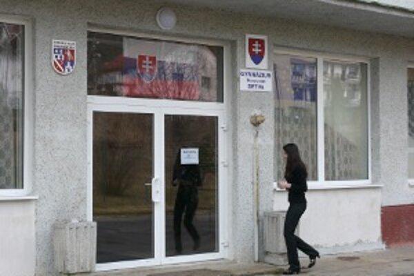 Gymnázium v Detve.