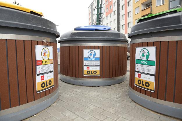 Tri petržalské kontajnery sú na zmesovýy odpad, zvyšné na triedený - papier, plasty a sklo.
