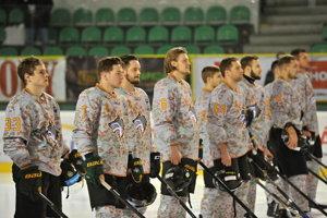 Dresy, v ktorých žilinskí hokejisti nastúpili na zápas proti Detve, poputujú do dražby.