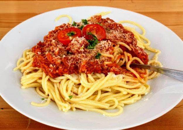 Špagety so zeleninou a tuniakom
