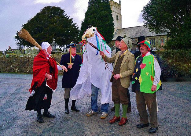 Mari Lwyd je vianočná folklórna tradícia v južnom Walese.