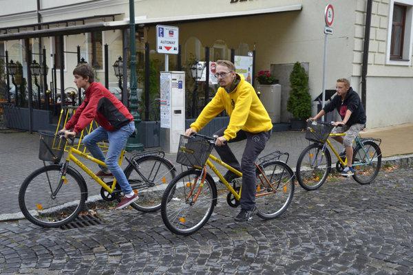 Žlté bicykle v Kežmarku. Ujme sa ich súkromný prevádzkovateľ?