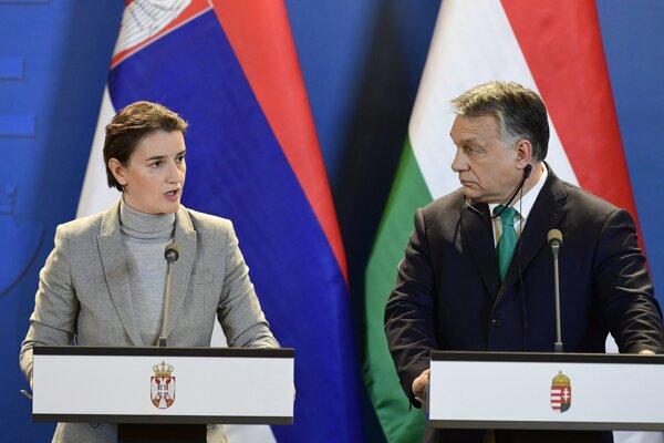 Predseda maďarskej vlády Viktor Orbán a srbská premiérka Ana Brnabičová.