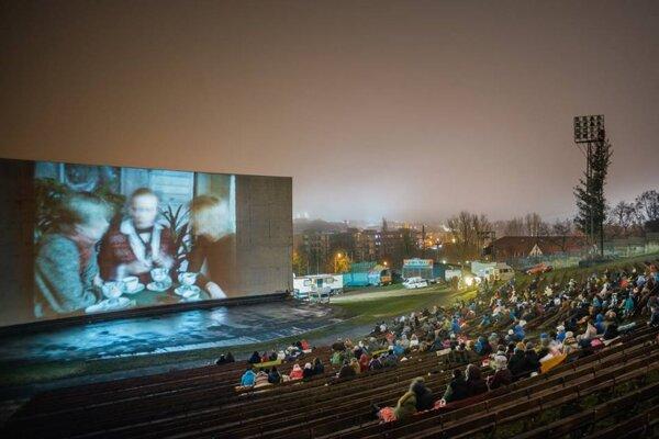 Výborný film, výborná nálada. Také boli Vianoce na amfiteátri.