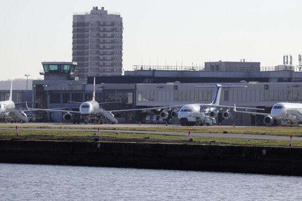 Letisko London City Airport bolo po nájdení bomby paralyzované.