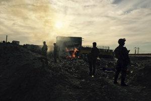 Iracká armáda vchádza do zničeného mesta Ramádí, ktoré kontroloval Islamský štát.
