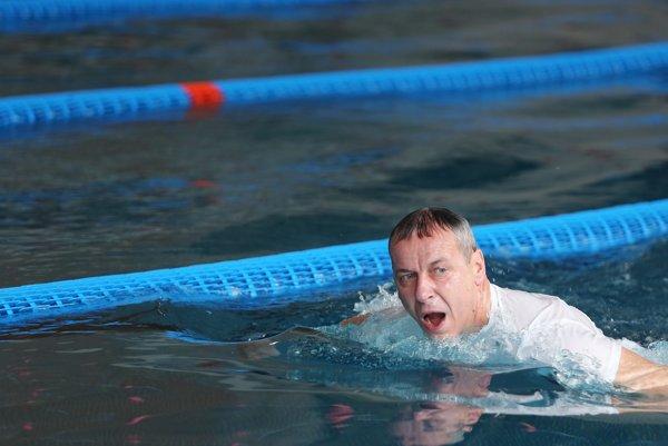 Primátor Ján Nosko otvoril plavecký maratón.