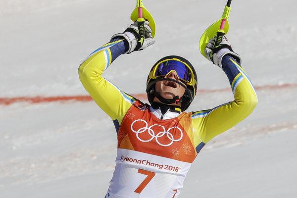 Švédka Frida Hansdotterová oslavuje zisk zlatej medaily.