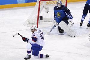 Nórsky hokejista Patrick Thoresen sa raduje zo svojho gólu.