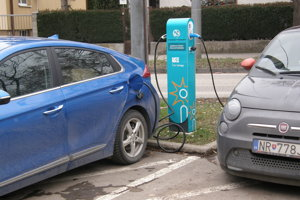 Polícia v Nitre dostala elektromobily, autá však majú zlú farbu