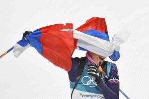 Anastasia Kuzminová so slovenskou vlajkou.