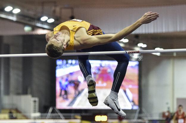 Na snímke slovenský skokan do výšky Matúš Bubeník počas halových majstrovstiev Slovenska v atletike.