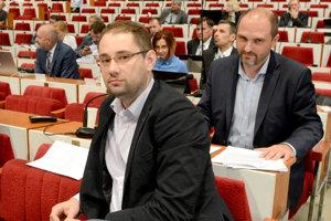 Poslanci Gibóda a Polaček. Starosta dal na nich trestné oznámenie z krivej výpovede.