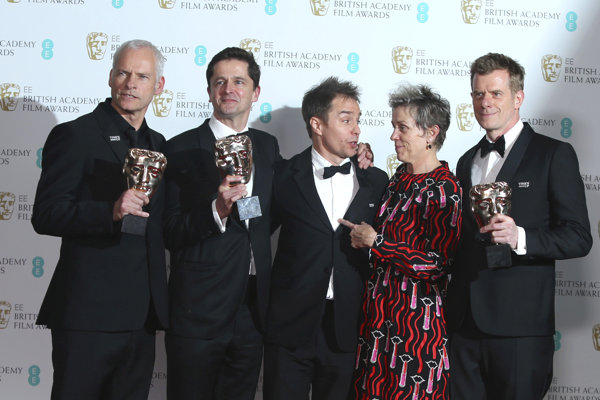 Tri billboardy kúsok za Ebbingom získali tiež ceny za najlepší britský film a najlepší pôvodný scenár.