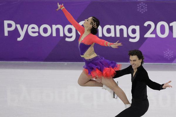Lucie Myslivečková a Lukáš Csölley počas krátkeho tanca na ZOH v Pjongčangu.