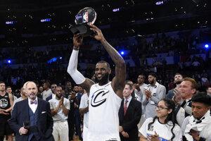 LeBron James sa stal tretíkrát v kariére najužitočnejším hráčom (MVP) Zápasu hviezd.