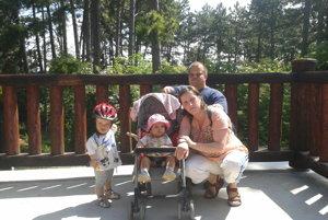 Juraj na výlete s rodinou v zoo.