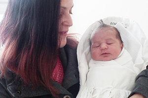 Vytúženým dieťatkom Zdenky a Ivana Kľučkovcov z Domaniže je od 12. februára Lara Zoe (2980 g, 48 cm. Potešili sa aj 9-ročná Zara a 6-ročná Kiara.