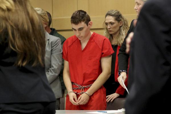 Devätnásťročný Cruz okrem 17 obetí zanechal aj 16 zranených.