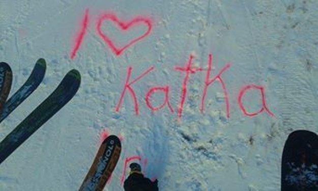 Takýto odkaz zanechal na snehu neznámy zaľúbenec.