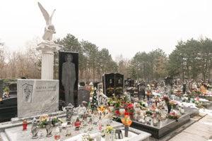 Na cintoríne sa dajú nájsť aj ukážky pohrebného gýča.