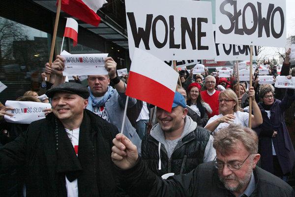 Za slobodu slova demonštrovali novinári zliberálneho denníka Gazeta Wyborcza už vdecembri.