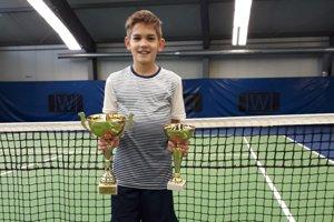 Samuel Melaga s trofejami z Piešťan
